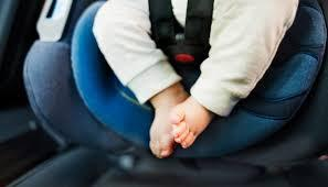 Criança morre depois de ser esquecida no carro pelos pais