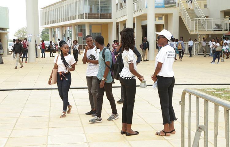 Estudantes vão para Centro Internacional