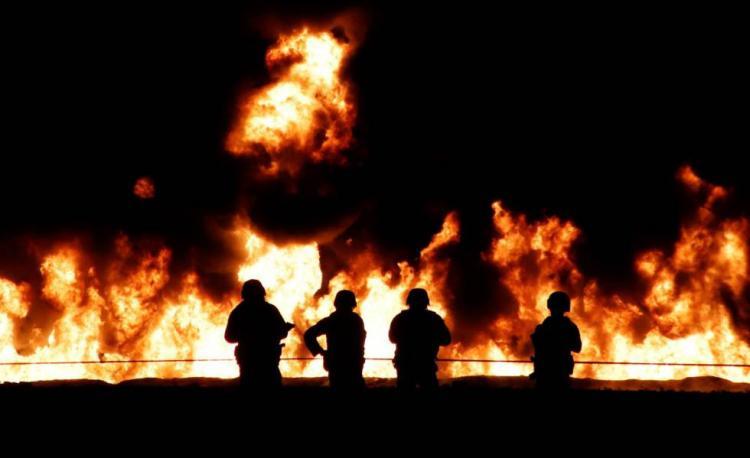 Explosão de oleoduto faz 12 mortos