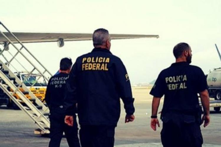 Grupo disfarça-se de polícia e rouba 750 quilos de ouro