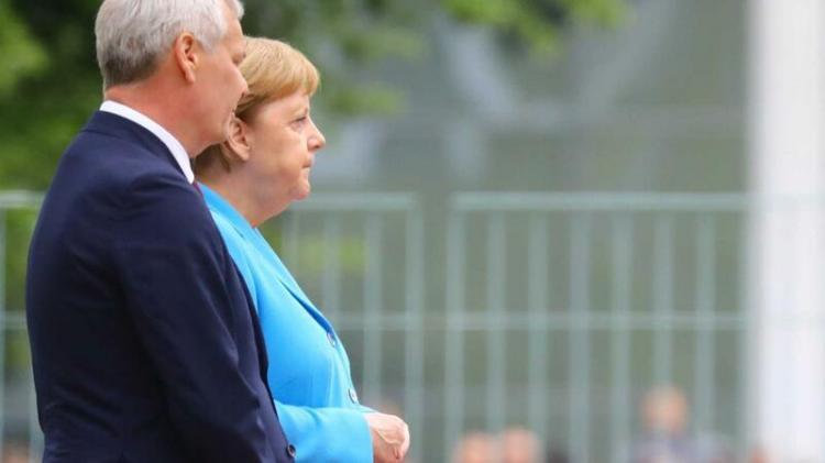 Merkel volta a tremer em público