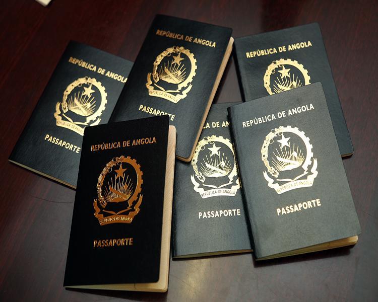 Passaportes, só com