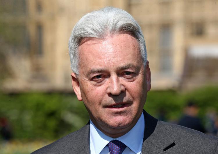 Secretário de Estado britânico demite-se