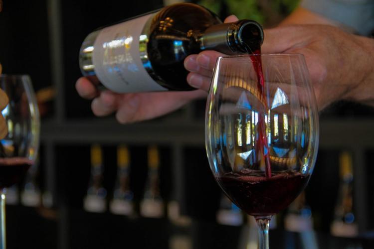Vinho tinto tem substância que ajuda a reduzir stress