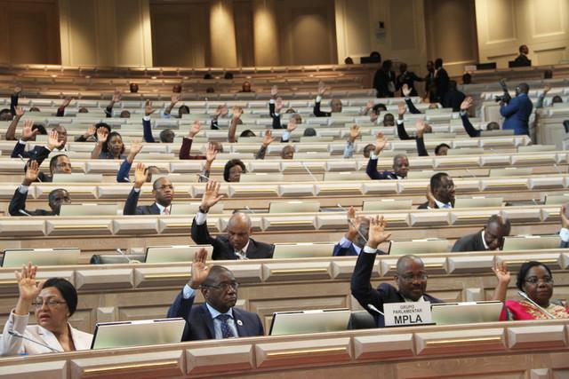 Aprovada lei do passaporte angolano