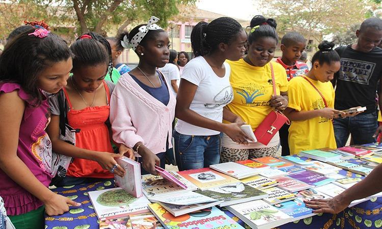 Baía de Luanda acolhe Feira do Livro e do Disco