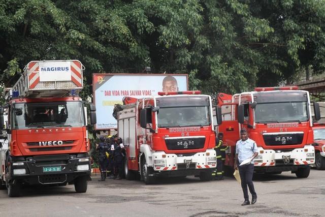 Crianças participam no plano de férias dos bombeiros