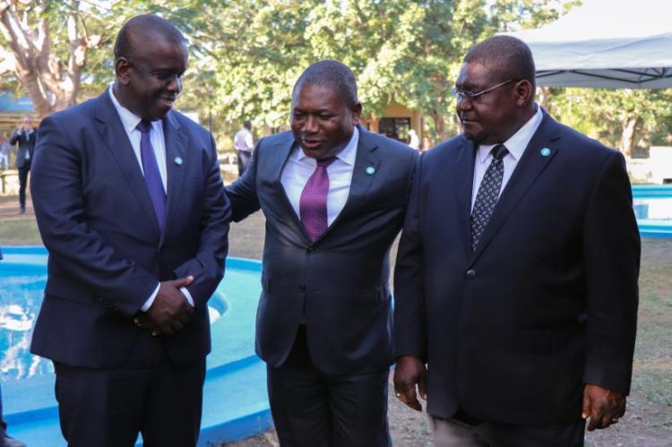 Governo de Moçambique e Renamo assinam acordo de paz