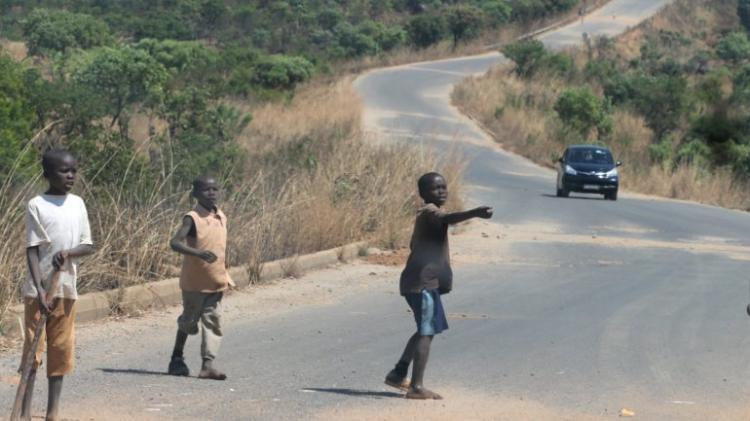 Governo promete recuperar 370 km de estradas degradadas