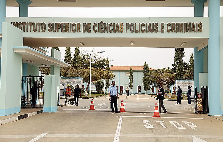 Mais de 290 polícias recebem diplomas