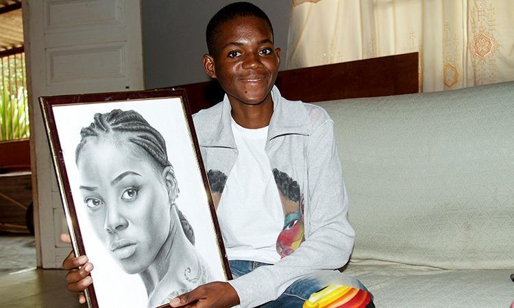 Jovem impressiona com desenhos realistas feitos a lápis