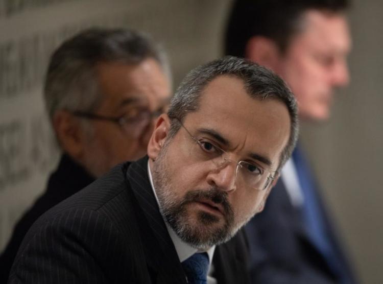 Ministro da Educação envia ofício com erros de português