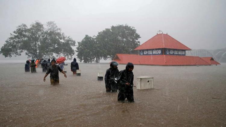 Monções fazem 184 mortos e cerca de um milhão de deslocados
