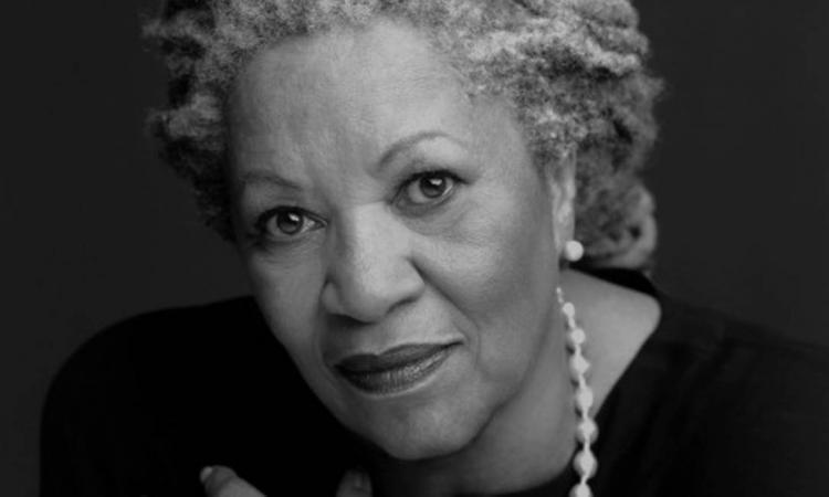 Morre Toni Morrison, primeira negra a receber o Nobel de Literatura