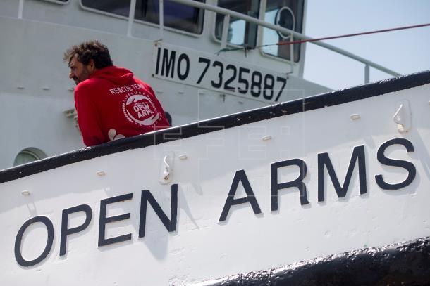 Navio resgata 39 migrantes no Mediterrâneo