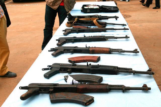 Polícia detém soba por alegada venda de armas de fogo