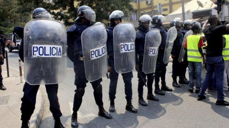 Polícia faz apelo contra as arruaças