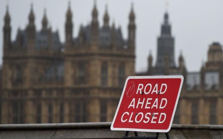Parlamento britânico vai ficar suspenso
