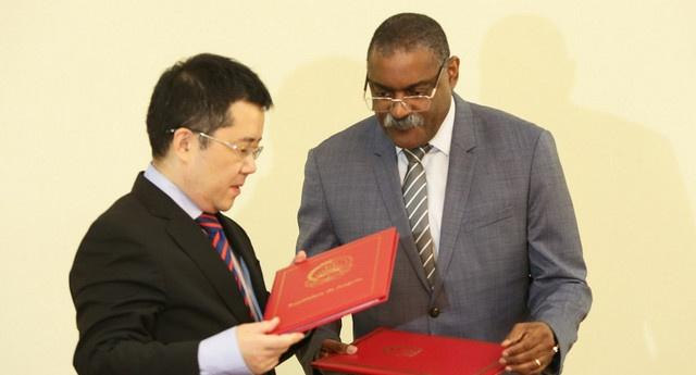 China envia médicos a Angola
