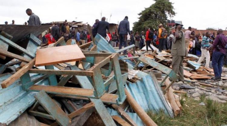 Desabamento de escola mata sete estudantes
