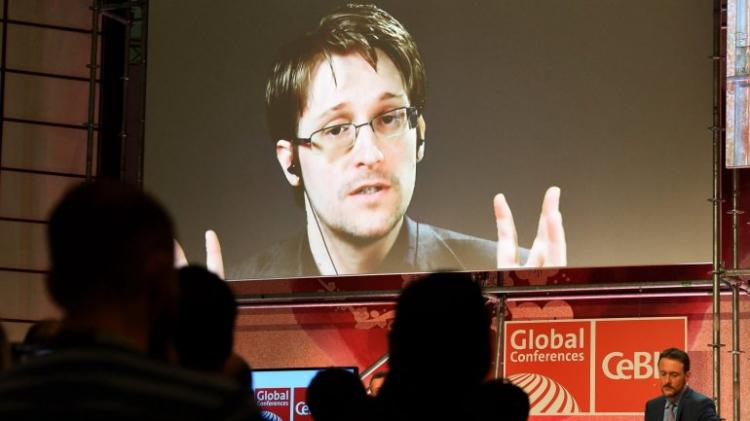 Edward Snowden pede asilo a Macron