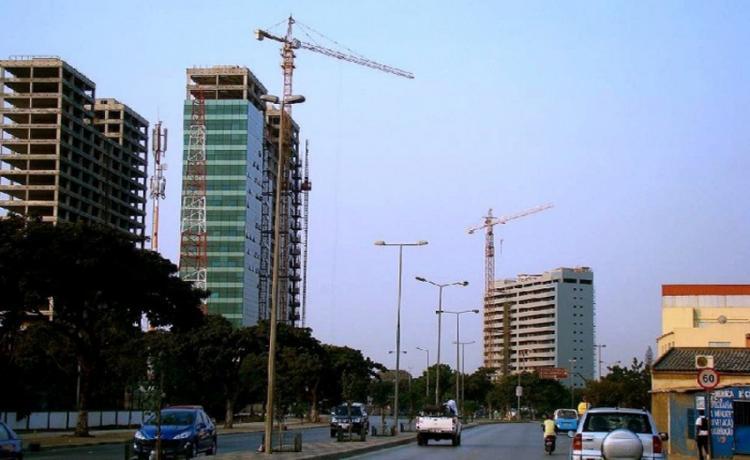 Fitch corta previsão do sector da construção em Angola de 6,7% para 0,9%