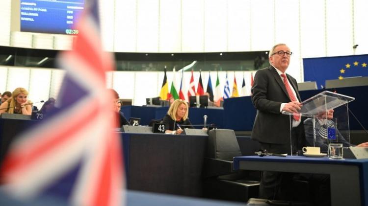 Juncker admite risco de