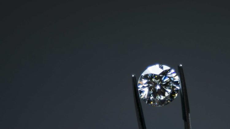 Diamante de 1,6 milhões de euros roubado em exposição