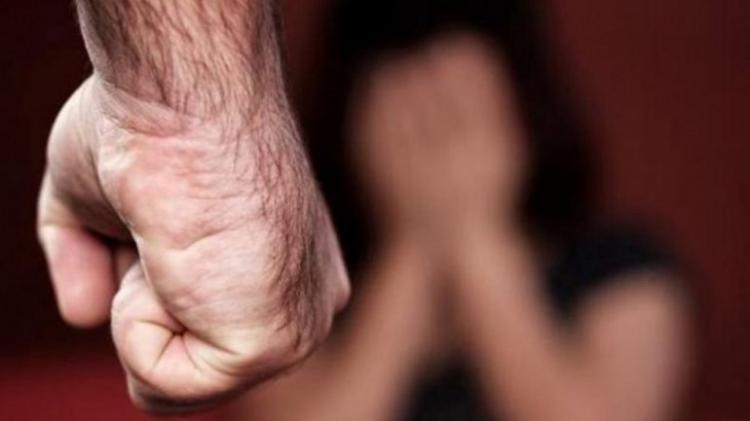 Homem degolou ex-mulher à frente da filha