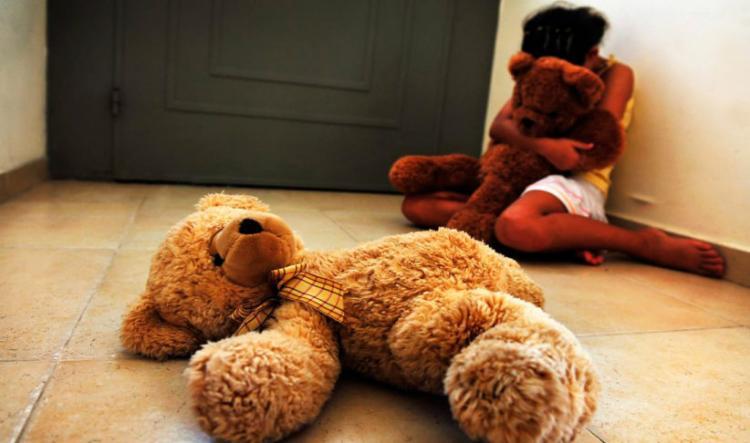 Menor de quatro anos violada pelo vizinho
