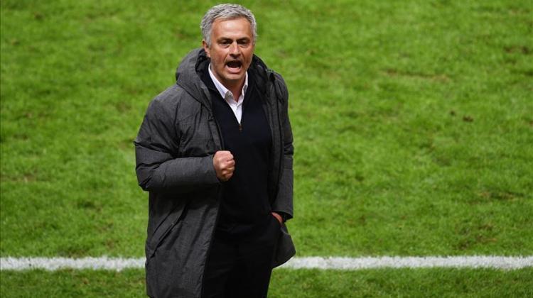 José Mourinho é o novo treinador do Tottenham