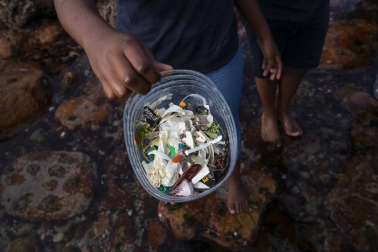 Angola pretende reduzir uso de plástico