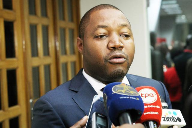 Luther Rescova exonera e nomeia administradores