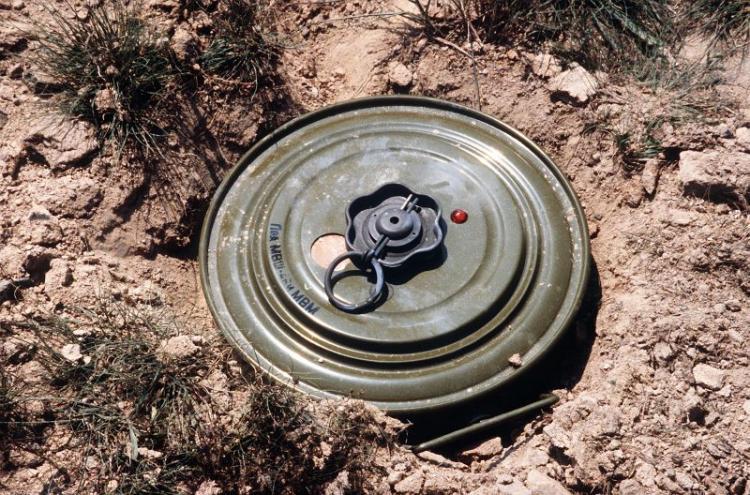 Criança morre após accionar engenho explosivo
