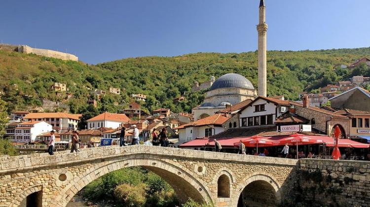 Governo deixa de reconhecer independência de Kosovo