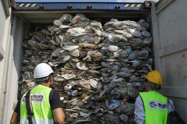Malásia vai devolver plástico importado ilegalmente
