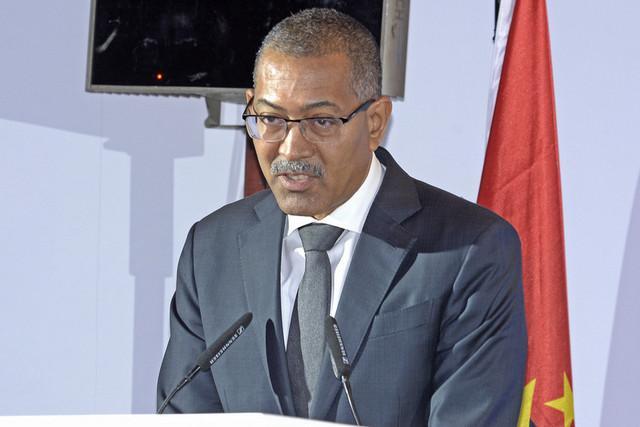 Angola quer deixar de importar derivados de petróleo