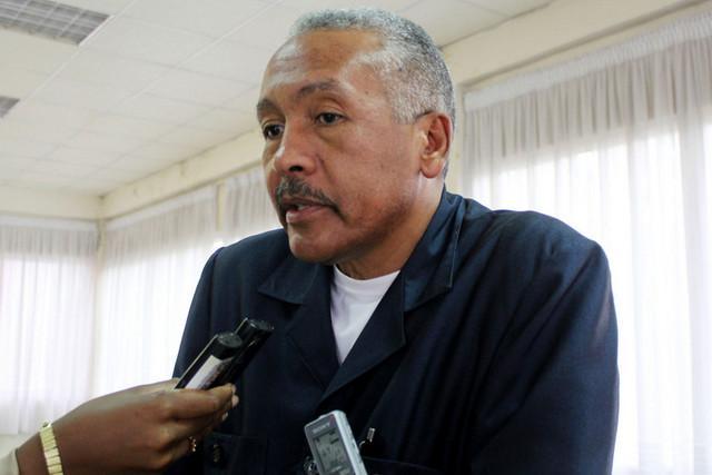 Luís Mendonça lança 'Se os ministros morassem no musseque'