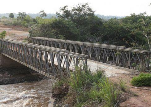 Reaberta ponte sobre o rio Cutembo