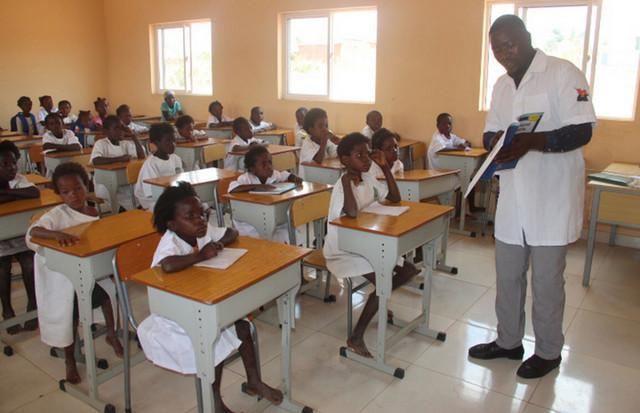MED encerra escolas por 15 dias