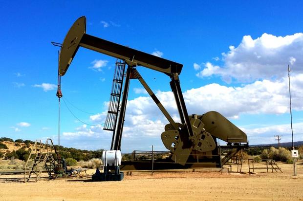 Petróleo abre hoje em queda de 28 por cento