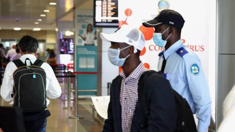 Portugueses em Angola que querem regressar devem pedir apoio