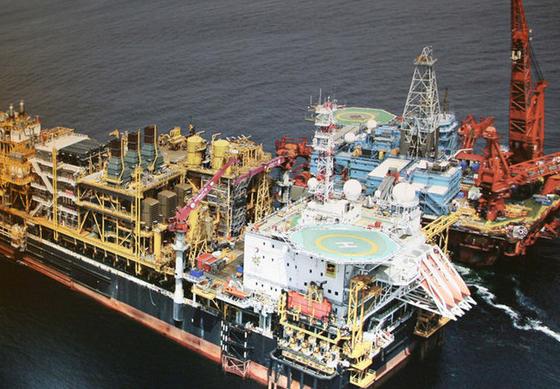 Sector petrolífero vende 279 milhões USD a banca