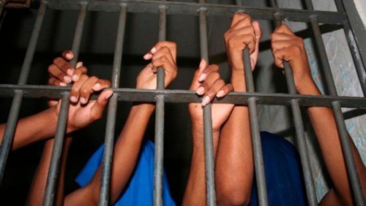 Mais de dez reclusos fogem da cadeia