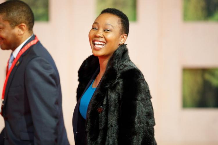 Ministra sul-africana suspensa por violar medidas de contenção