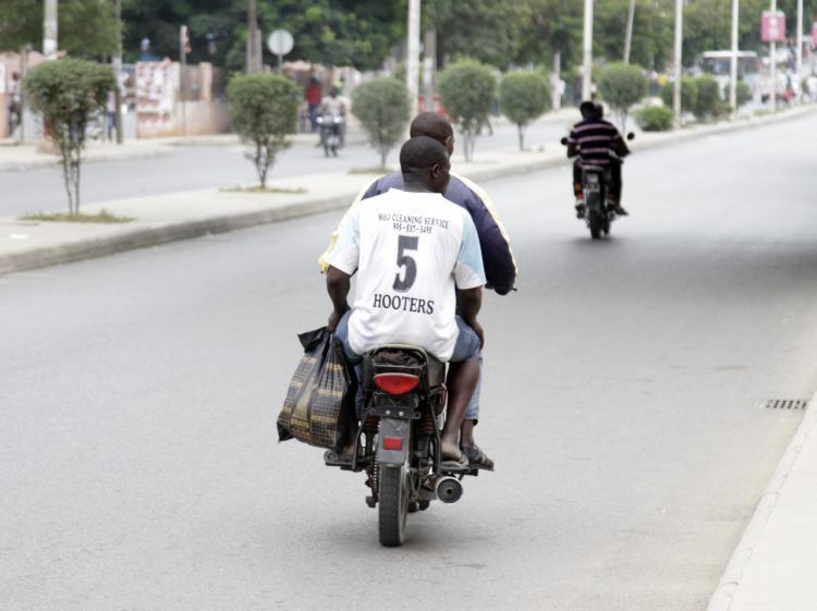 Mototaxistas e comerciantes justificam violação com falta de poupança