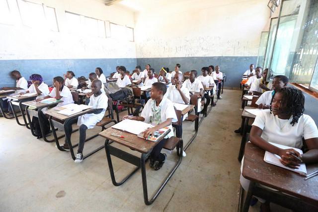 Aprovada lei que torna ensino gratuito