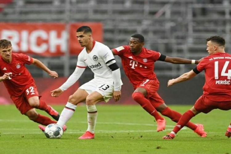 Bayern bate Frankfurt em casa