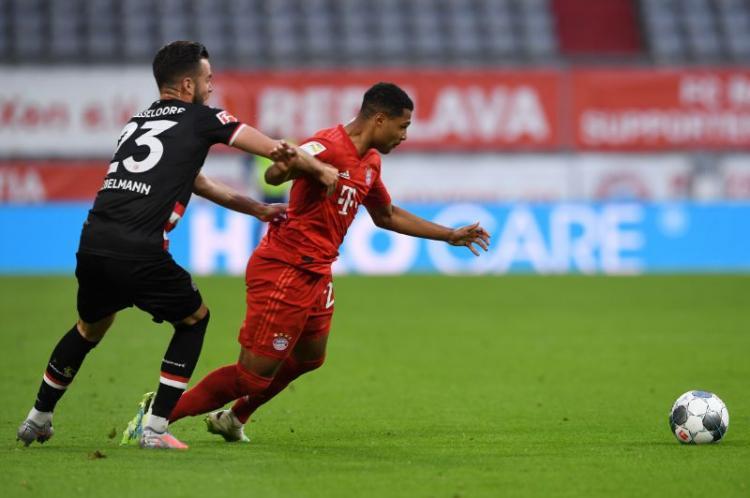 Bayern goleia Fortuna e 'abre' vantagem