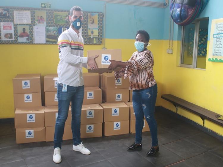Coração Azul recebe doação para apoiar famílias carenciadas